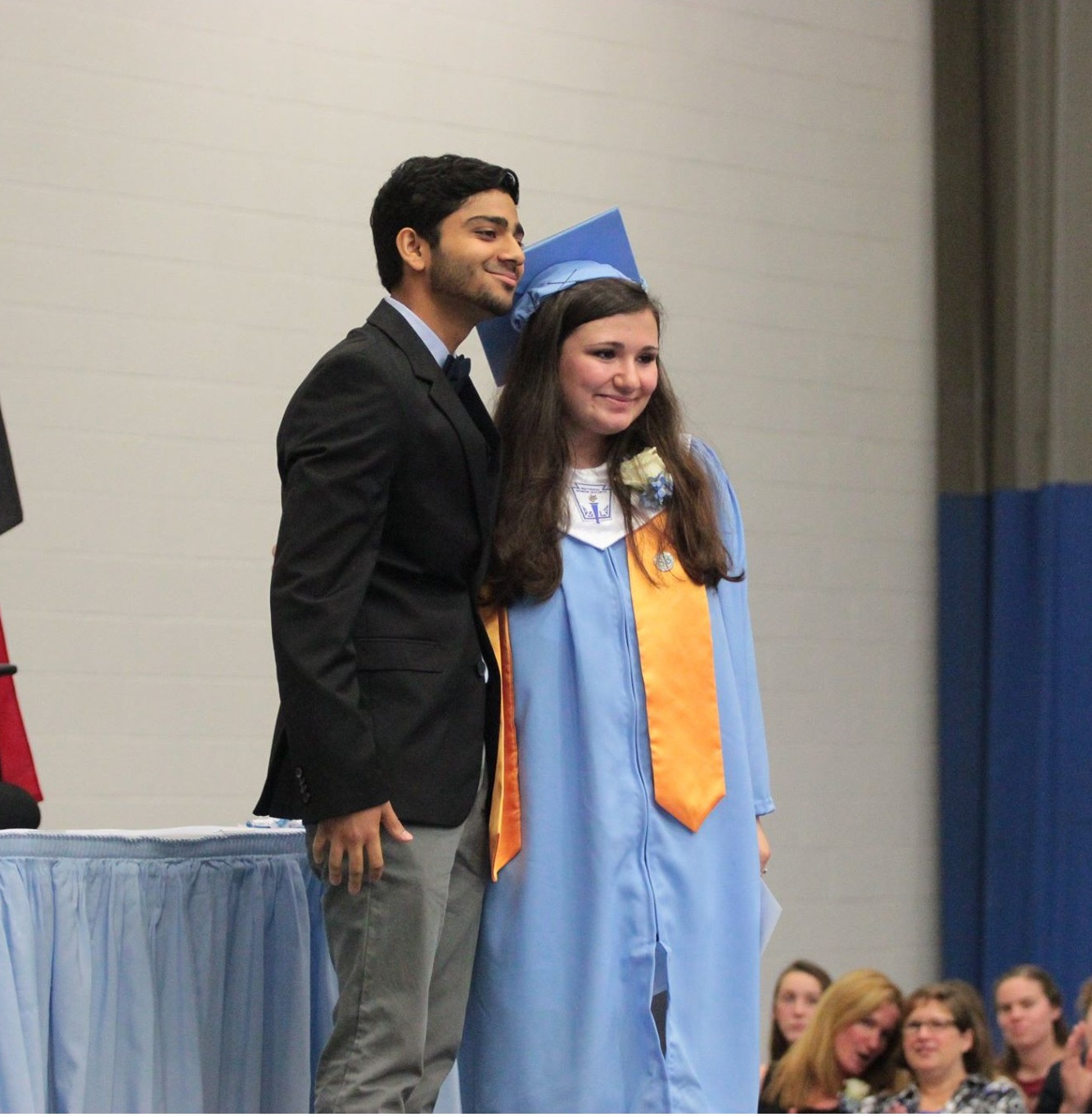 Neel-Presents-Scholarship